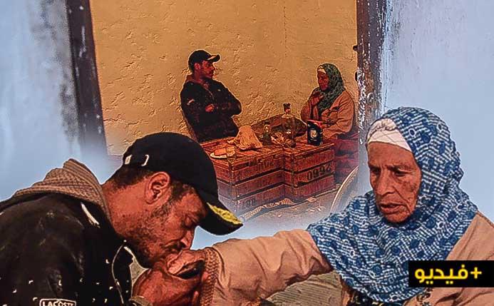 """مؤثر.. أم ضريرة وإبنها الوحيد المجبر على رعايتها بحي """"بوبلاو"""" يناشدان توفير غرفة لإيوائهما"""