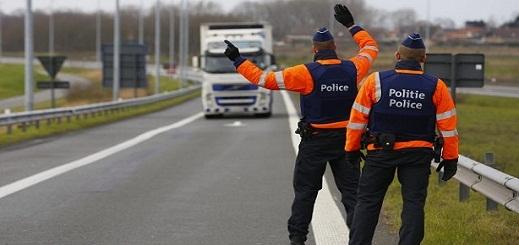 العثور على 14 مهاجرا سريا داخل شاحنة ببلجيكا