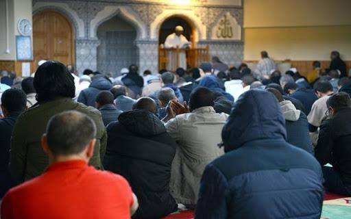 اتحاد علماء المسلمين يفتي بإلغاء صلاة الجمعة والجماعة بسبب كورنا