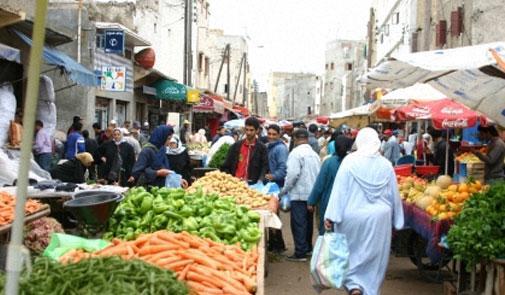 الحكومة تعلن التصدي لأي سلوك احتكاري يمس بتموين الأسواق بالمواد الأساسية