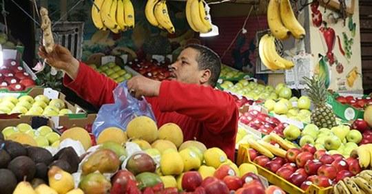 كورونا فيروس.. عملية تزويد السوق الوطني بكل أنواع الفواكه تمر في ظروف عادية