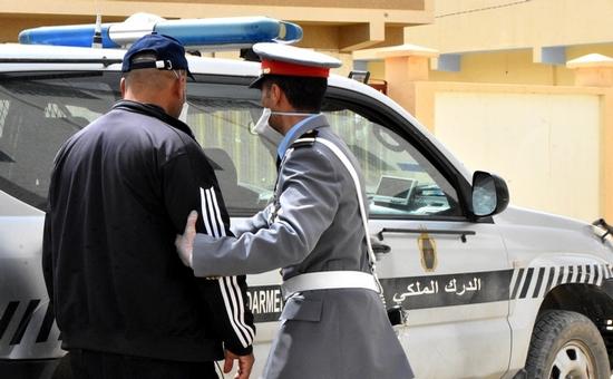 بقا فداركم.. عناصر الدرك الملكي بالدريوش تضرب بقوة وتعتقل عشرات المخالفين لحالة الطوارئ الصحية