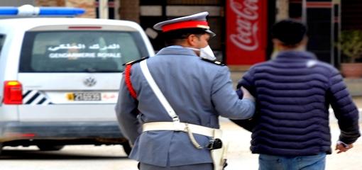 """بني انصار.. عناصر الدرك الملكي بفرخانة تعتقل مروجا للمخدرات الصلبة من صنف """"الهروين"""" متلبسا بترويجها"""