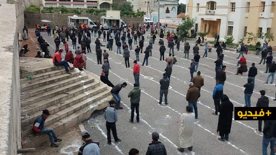 شاهدوا.. أبناء الحسيمة يعطون درس في الإلتزام بشروط السلامة الصحية في زمن كورونا