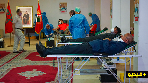 بإشراف من عامل الناظور.. موظفو العمالة والبلدية يتبرعون بالدم لسدّ الخصاص