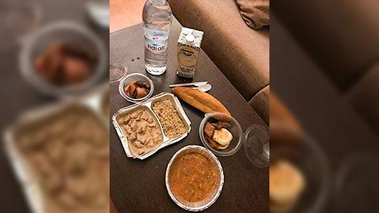 هذه هي وجبات الإفطار المقدمة للمغاربة المرحلين من مليلية بأحد فنادق السعيدية