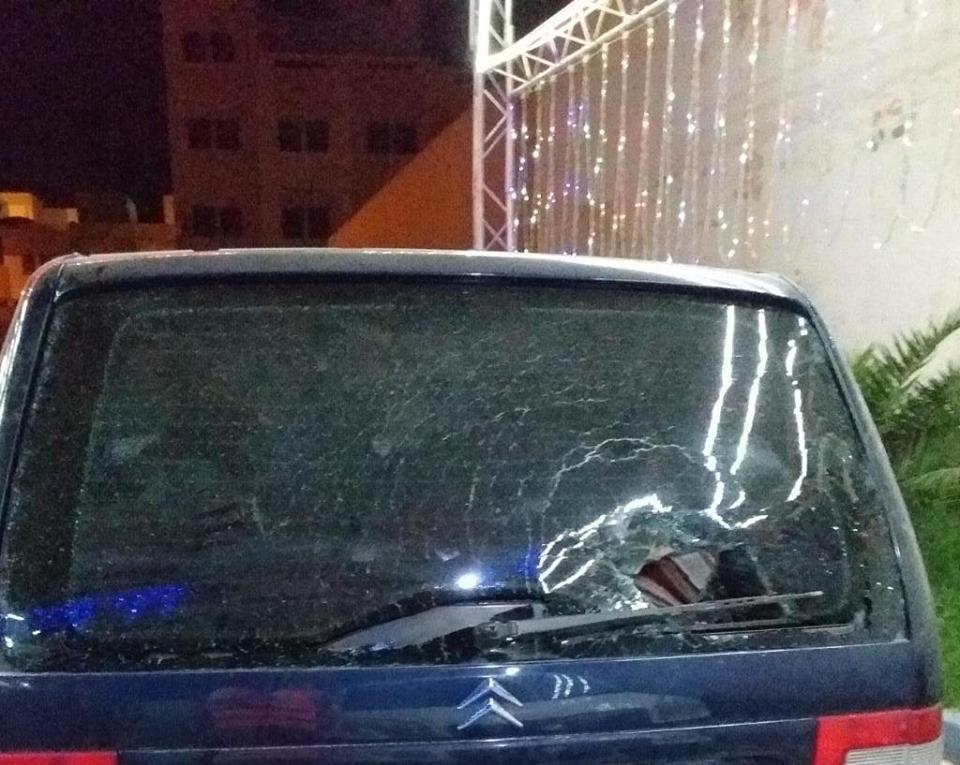 غريب.. مجهولون بحي إيكوناف يعتدون على متطوعين يوزعون القفف على المعوزين