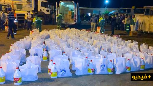مؤسسة نجيب أمهالي والكوميدي بوزيان يوزعان القفف على عمال النظافة بالناظور