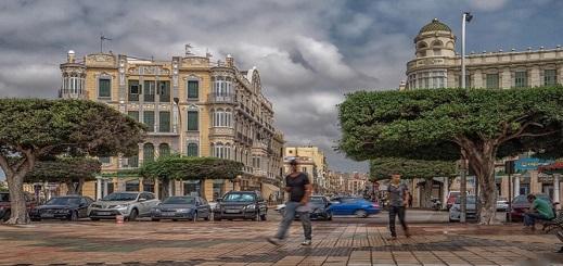 """مسؤول إسباني: غلق المغرب لمعابره البرية مع """"سبتة ومليلية"""" أثر سلبا على اقتصاد المدينتين"""