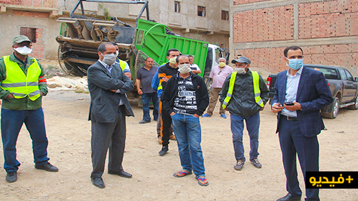 رئيس جماعة بوعرك يتفاعل مع تدوينة لأحد الفاعلين الجمعويين حول استثناء عمال النظافة جمع النفايات أمام منزله
