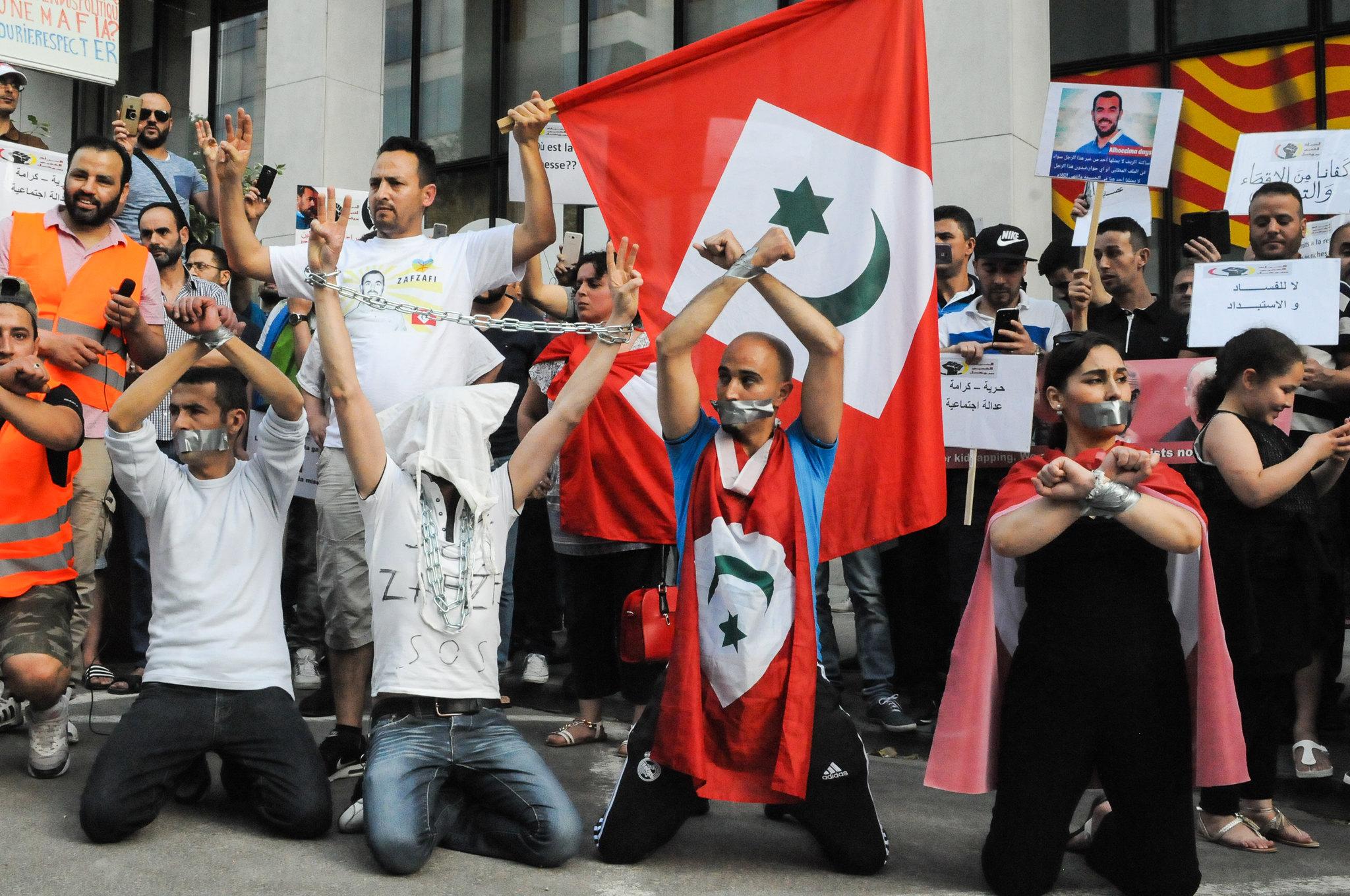 """إسبانيا تمنع استخدام أعلام """"جمهورية الريف"""" و""""البوليزاريو"""" في الأماكن العمومية"""