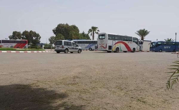 """التحاليل تؤكد عدم إصابة المغاربة """"العالقين"""" بالجزائر بفيروس كورونا و300 اخرون في طريق العودة"""