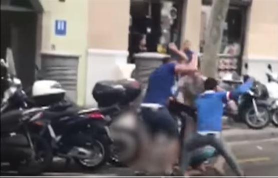بالفيديو.. خمسة شبان مغاربة يعتدون على أجنبي ببرشلونة لسرقة ساعته الفاخرة