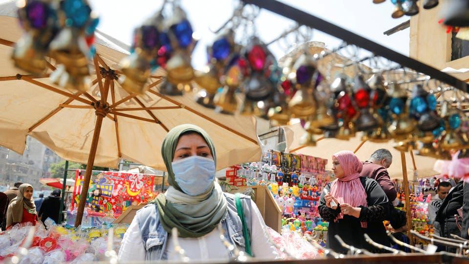 السلطات تغلق محلات تجارية لم تلتزم بقواعد الوقاية من فيروس كورونا