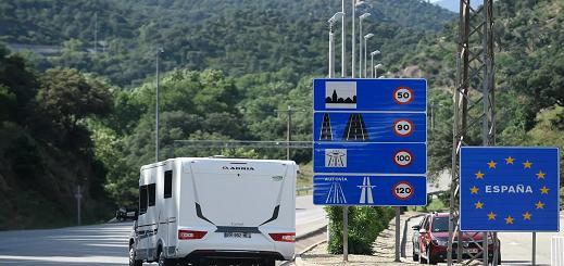 فتح الحدود بين فرنسا وإسبانيا بعد ثلاثة أشهر من الإغلاق