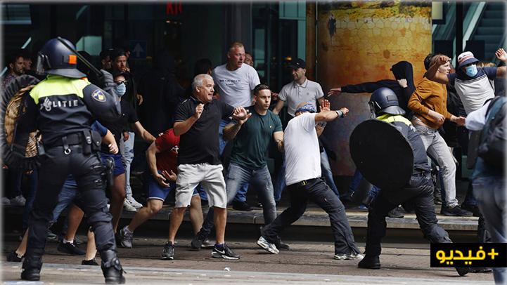 هولندا.. اعتقال 400 شخص في مظاهرة ضد فرض التباعد الإجتماعي بلاهاي