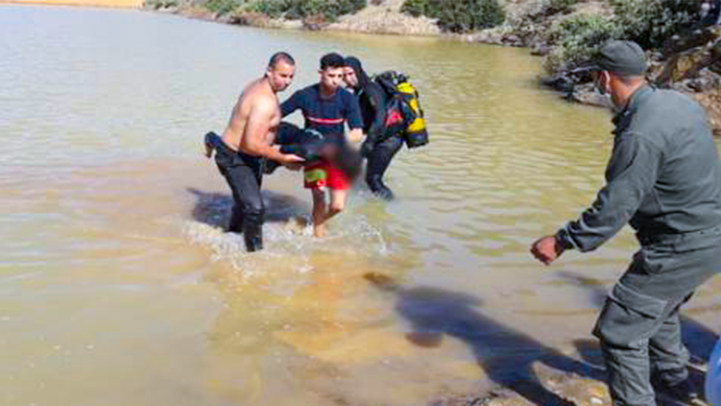 """بعد ساعات من البحث.. فرقة """"الضفادع"""" تنتشل جثة شاب من بحيرة بالحسيمة"""