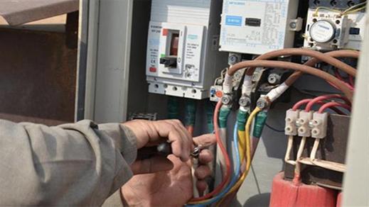 سرقة الكهرباء لإنارة ضيعة فلاحية في ملكية صاحب إحدى القاعات المعروفة بالعروي تصل الشرطة