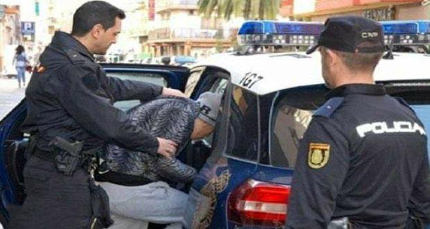 صادم.. مهاجر مغربي بإسبانيا اعتاد استغلال بنته القاصر والتحرّش بأختيها الأصغر