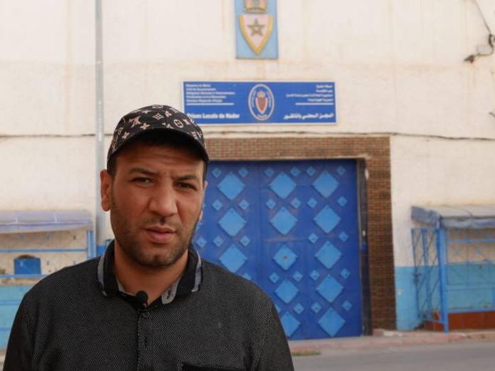 سجين سابق يحكي عن معاناته مع المرض ويستنجد بالملك لإنصافه