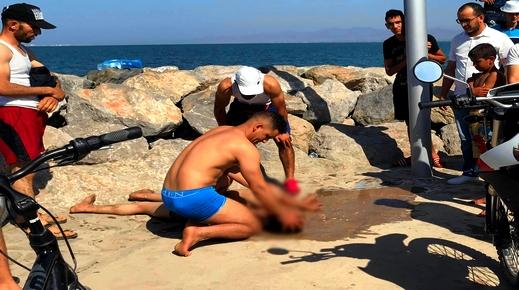 """إنقاذ شاب من الغرق بشاطئ رأس الماء ومطلب توفير """"السباحين المنقذين"""" يسائل الجهات المختصة"""