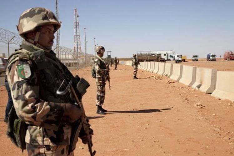 فيديو.. الجزائر تشيّد عشرات القواعد العسكرية في حدودها مع المغرب