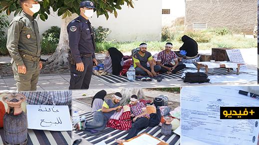 تداعيات كورونا تدفع بائعين متجولين وعائلتيهما إلى الاعتصام وسط ساحة مسجد بالناظور