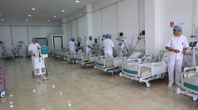 طبيب يفضح قيام مصابين بكورونا بسرقة معدات مستشفى تلقوا فيه علاجهم