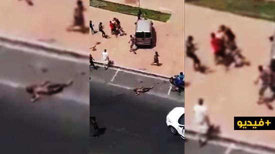 شاهدوا.. عشرات الأشخاص ينهالون بالضرب على السائق الذي دهس مراهقين بآسفي