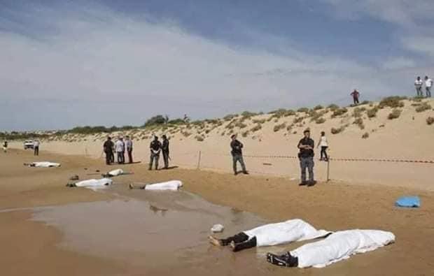 العثور على جثث 7 مهاجرين سريين لفظهم البحر وعزل 40 آخرين كانوا على متن قارب مطاطي