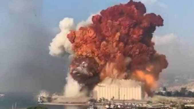 """الرئيس اللبناني: ربما هناك """"تدخّل خارجي"""" أدى إلى انفجار بيروت"""