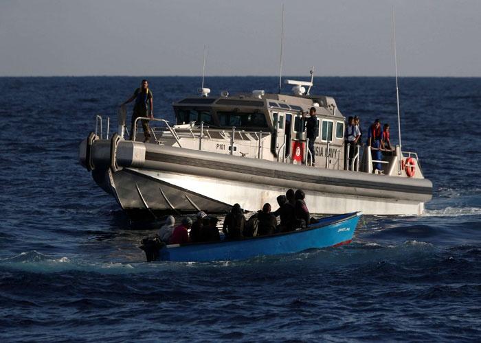 البحرية الملكية توقف قاربا للمخدرات بطنجة