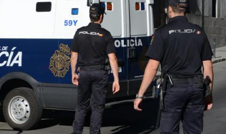 """إسبانيا.. مغربي يطلب """"التجمّع العائلي"""" ليجد نفسه في السجن لزواجه بمغربية وإسبانية"""