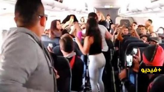 شاهدوا.. خلاف يتحول إلى شجار بين مغربيات وشابّ على متن رحلة جوية