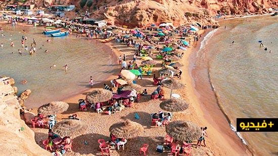 """سيدي البشير.. جولة في شاطئ """"فريد""""  يقصده مصطافون من كل جهات المغرب"""