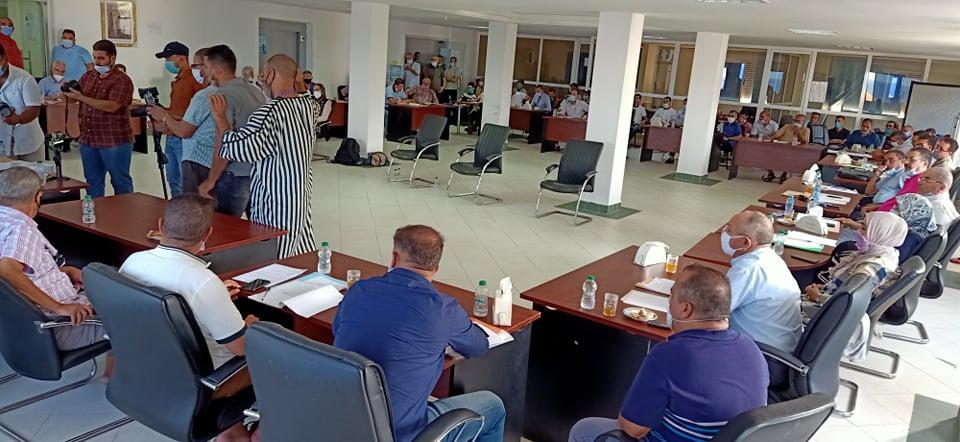 أعضاء داخل المكتب المسير لجماعة الناظور يصوتون ضد قرارته