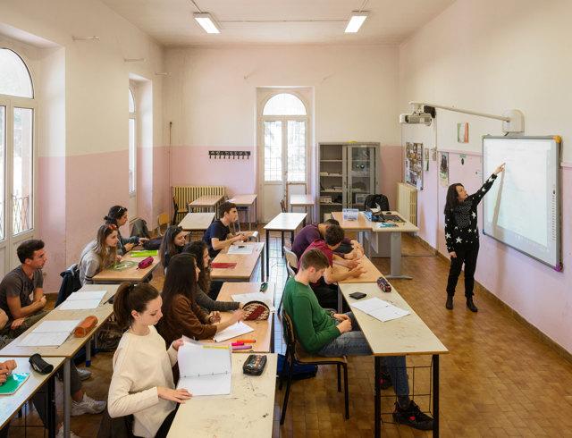 حكومة مليلية تقرر اعتماد التعليم الحضوري لكافة المستويات التعليمية