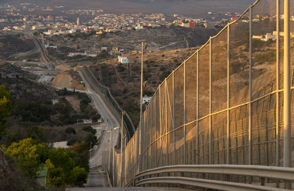 """جائحة """"كورونا"""" تحرم الآلاف على حدود مليلية وسبتة من موارد رزقهم"""