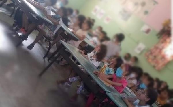 """جديد صورة التلاميذ """"المكدّسين"""".. المديرية الإقليمية للتعليم توقف المدير ريثما تنتهي التحقيقات"""