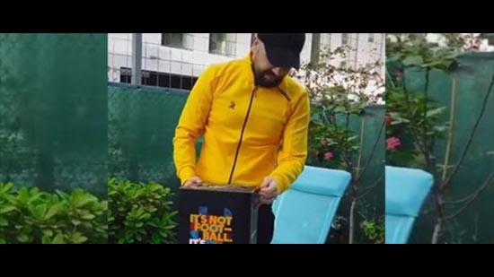 """""""لا ليغا"""" الإسبانية تمنح هدية خاصة للمغني المغربي الدوزي"""