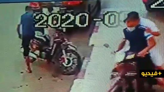 شاهدوا لحظة سرقة دراجة نارية بالقرب من مقر المنطقة الإقليمية للأمن بالناظور