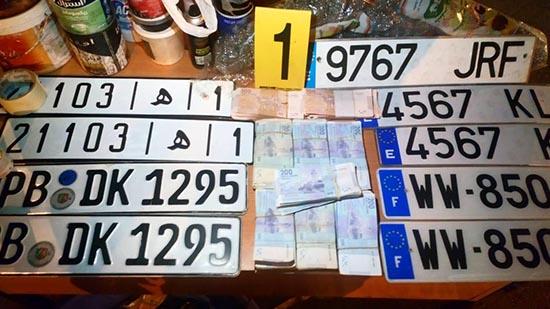 بالصور.. هذه هي المحجوزات التي تم ضبطها لدى عضو عصابة ترويج المخدرات والسيارات المسروقة بالناظور