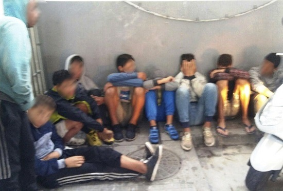 تونسيون يحتجون على تدهور أوضاع أبنائهم المحتجزين في مراكز الإيواء بمليلية