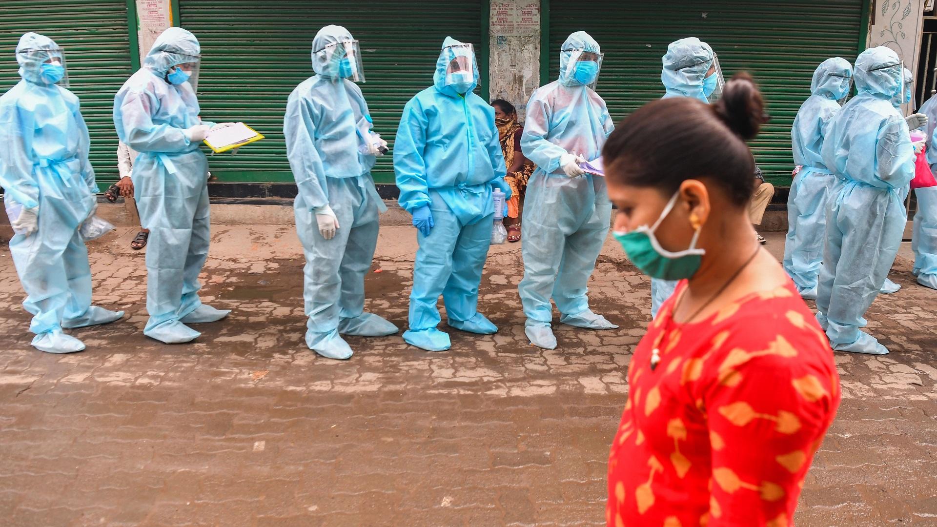 """بلدان العالم تفرض مزيدا من """"القيود"""" بعد تجاوز عدد الإصابات بفيروس كورونا 30 مليونا"""