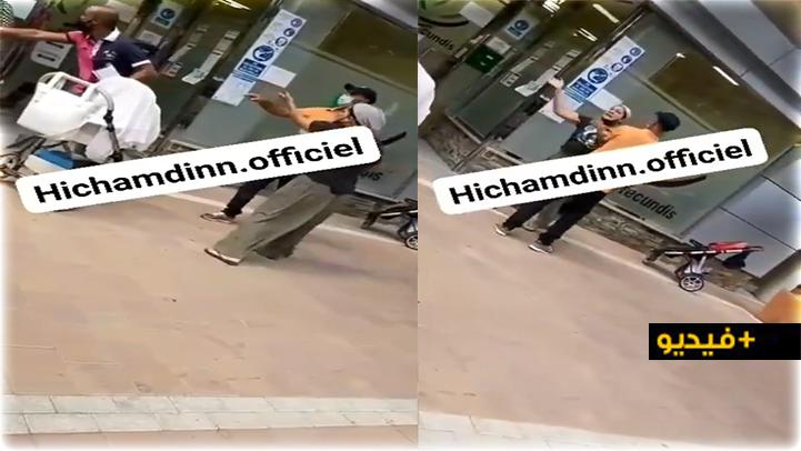 شاهدوا.. شجار بين مغربيتين بأحد مكتب الشغل بإسبانيا يثر غضب أفراد الجالية