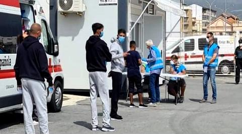 أبحروا من الحسيمة.. خفر السواحل الإسباني ينقذ ستة مهاجرين بعد ما يفوق 48 ساعة من البحث