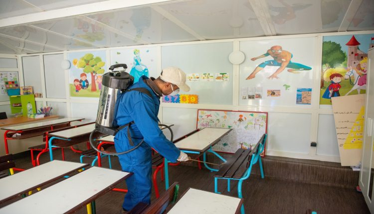 أمزازي: أغلقنا 118 مؤسسة تعليمية و413 تلميذا أصيبوا بفيروس كورونا المستجدّ