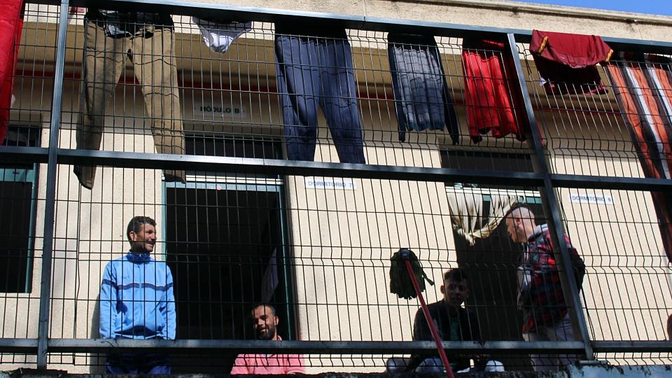 المغاربة والتونسيون يستحوذون على حصة الأسد بمركز المهاجرين في مليلية