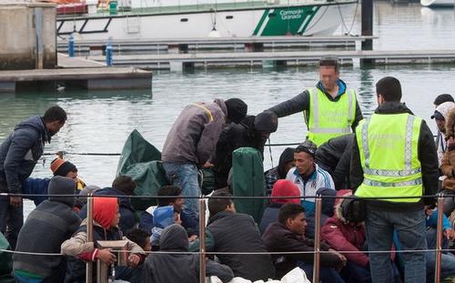 أبحروا من سواحل الريف.. البحرية الإسبانية تنقذ 50 مهاجرا سريا
