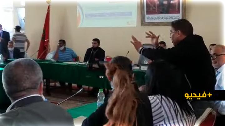 """فضيحة مدوية.. حركة """"جنسية"""" لمستشار جماعي ثثير استياء أعضاء مجلس سيدي يحيى زعير"""